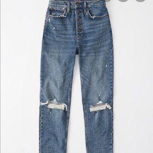 NWOT- Abercrombie ultra high rise mom Jean